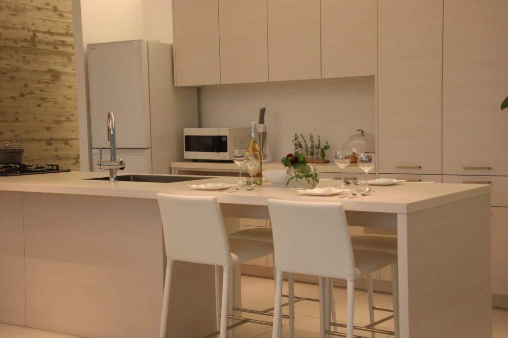 グラフテクト(GRAFTEKT)キッチンの木目ホワイトカラー