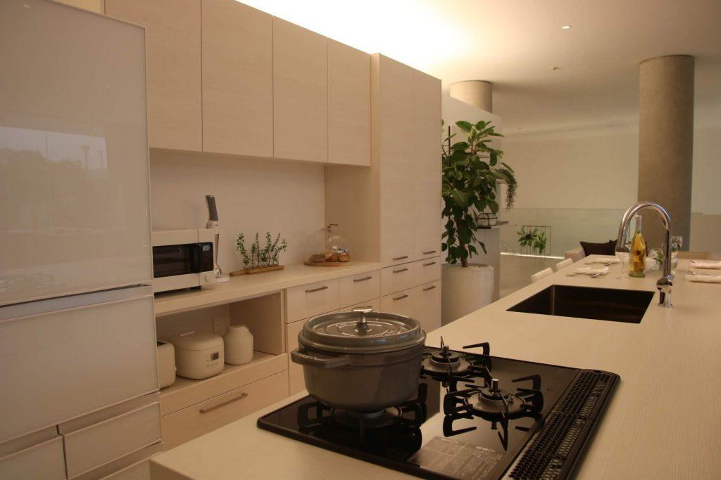 グラフテクト(GRAFTEKT)キッチンの木目ホワイトカラーの別角度