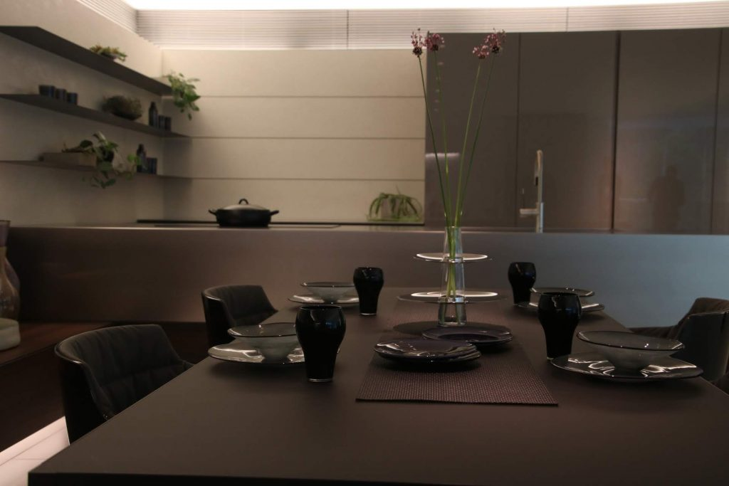 キッチンハウスによるスタイリッシュなステンレスを使ったキッチン