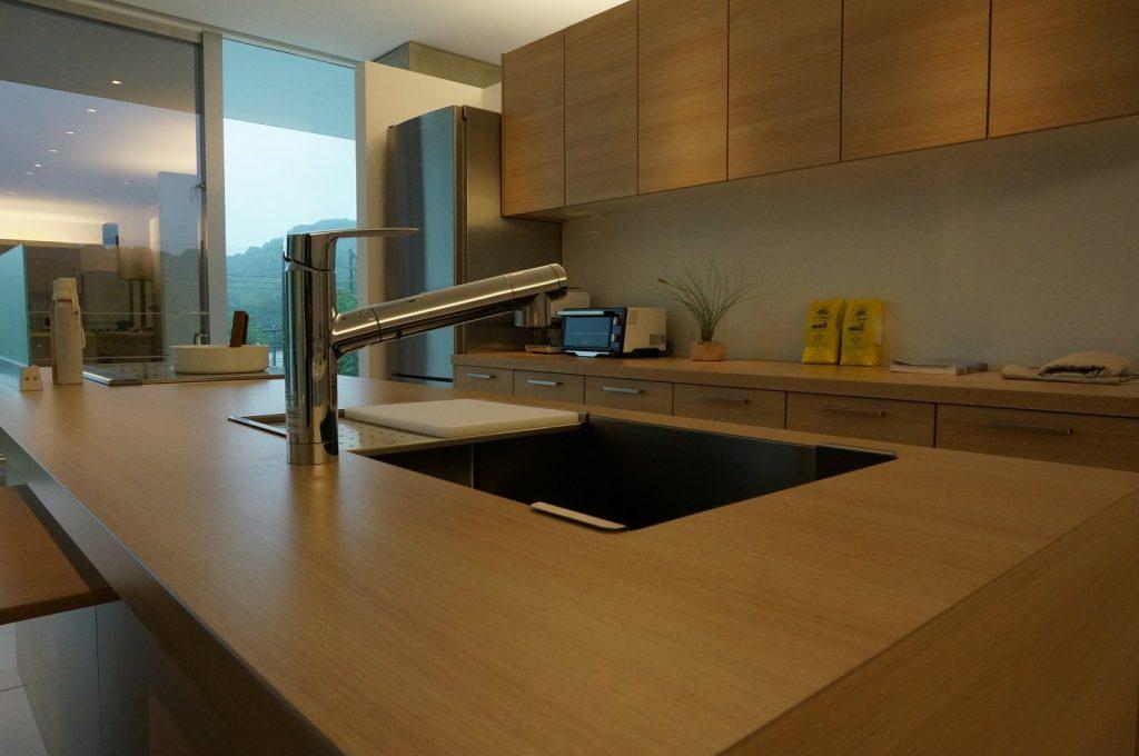 グラフテクト(GRAFTEKT)キッチンのナチュラル色天板など