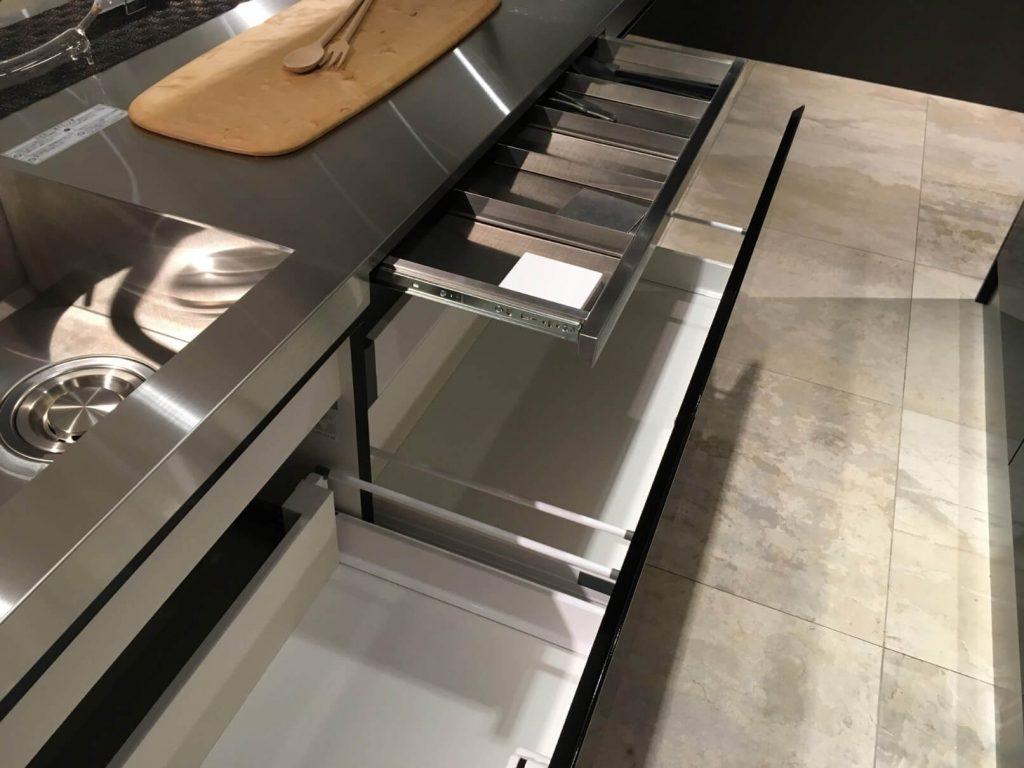 サンワカンパニーのキッチン:エレバートの引き出し収納