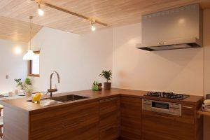 L型キッチンの実例