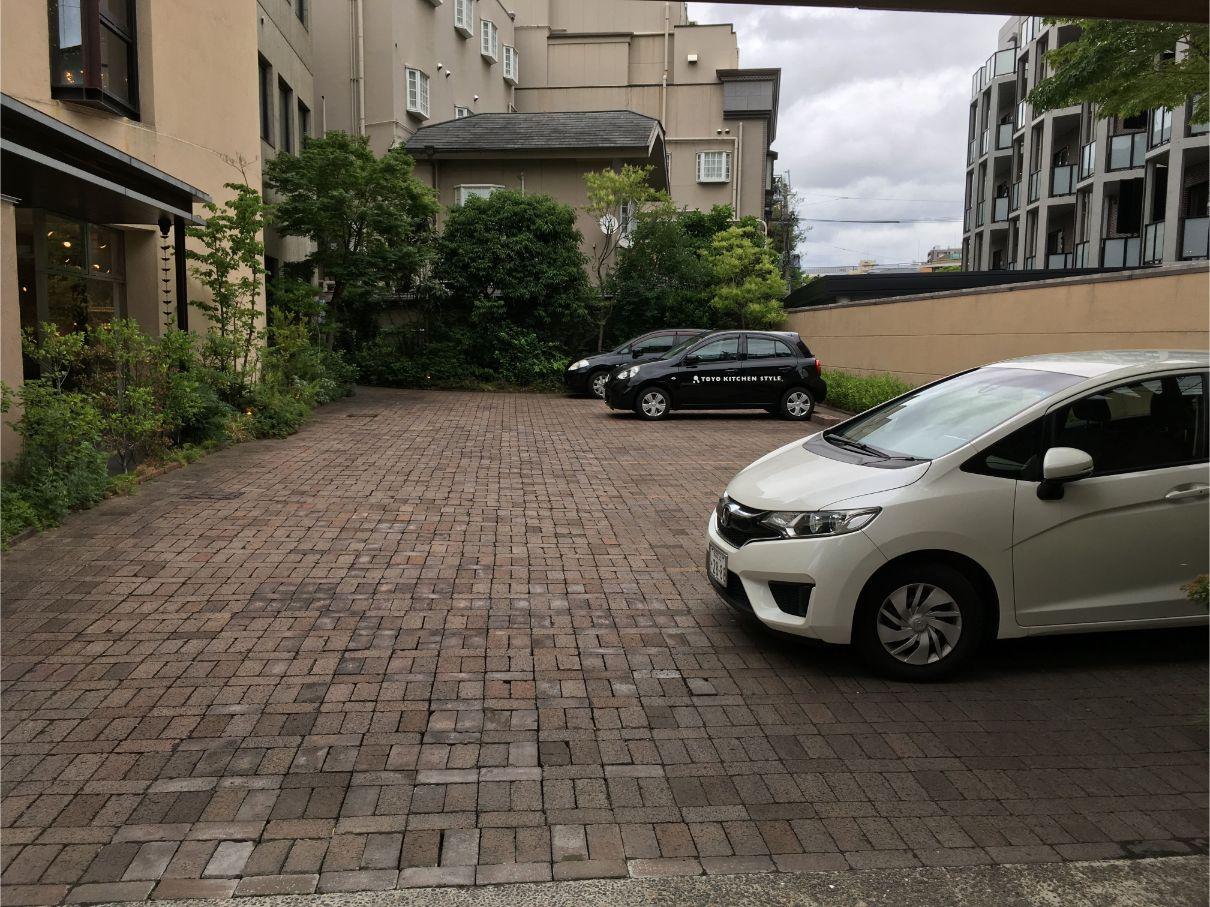 トーヨーキッチン福岡ショールームの駐車場