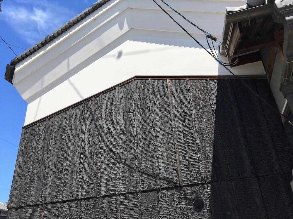 岡山の個人宅の焼杉外壁