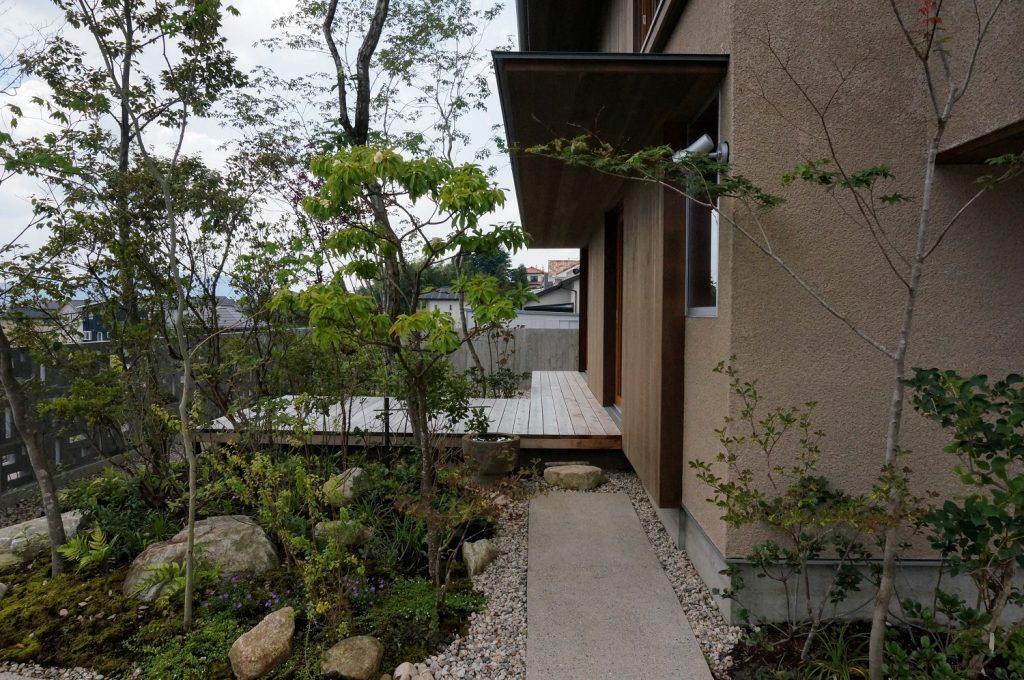 自然素材の外壁「そとん壁」を使用