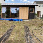 芝生と枕木